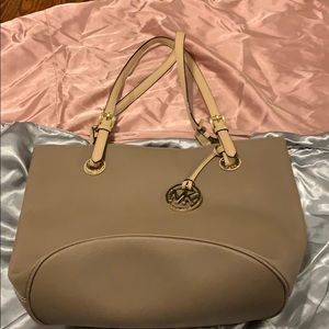 Michael Kors Purse used 3x. Excellent condition